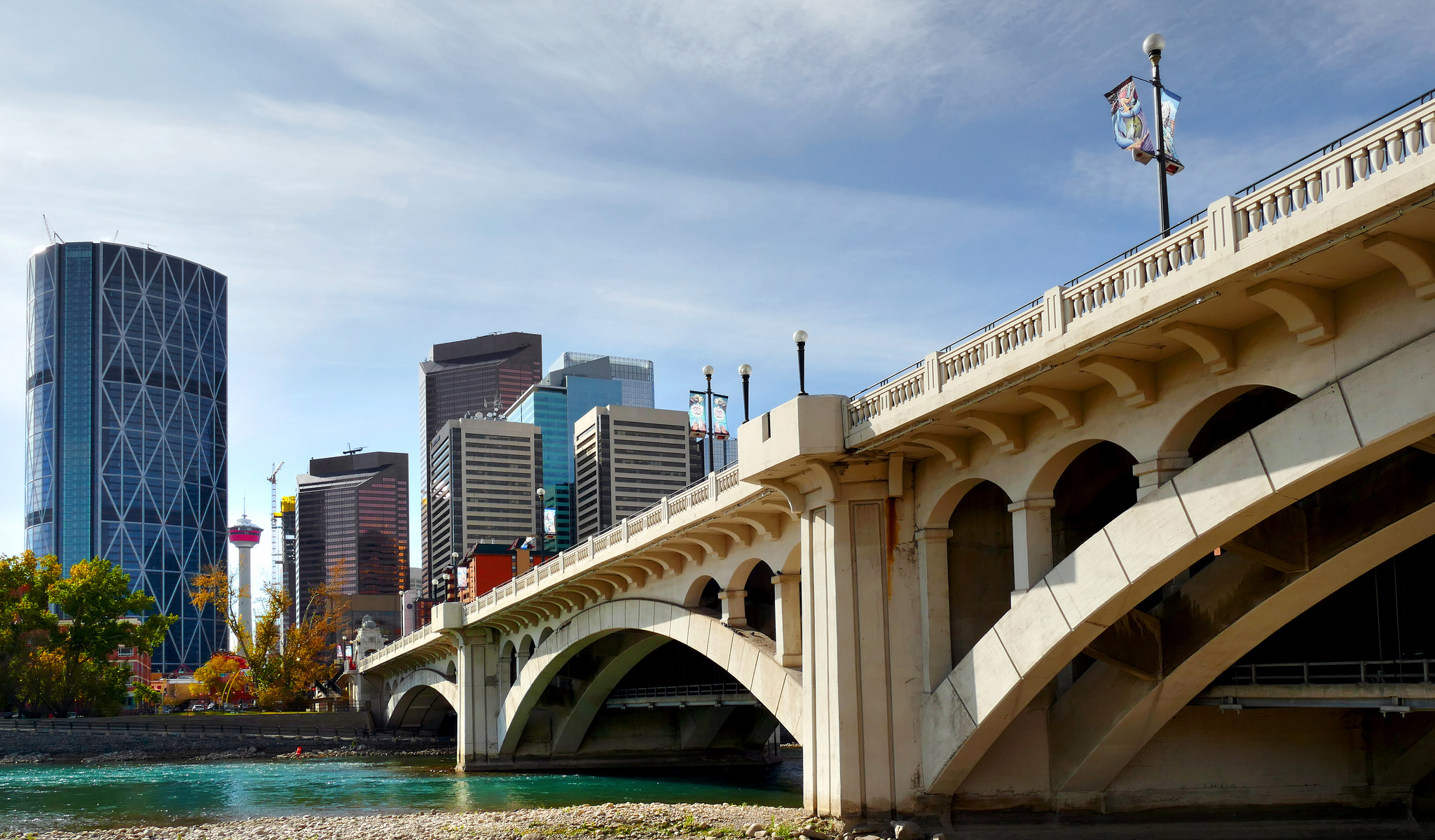 Centre Street Bridge,Calgary: Bernard Spragg: Public Domain: https://www.flickr.com/photos/volvob12b/37615292250/in/photolist-ZiWcTy-eYu1AL-39gkX-92kYFW-fkDNRa-eT8Hei-n5kC6H-n5c23F-oCzMcU-hfqH11-fjnH9V-qfhA6H-nFMRg9-mtJJ5Z-8bwirE-geaXKf-nY1mnT-nADdC7-dhXxHh-21TYmeQ-nrk3iv-fGek3W-gczK2T-jqAwb8-nEyHYw-hC5PwK-jr3h7W-dhZFnd-dhXENf-nYjrJB-efrxKD-fB8S1v-8Ju1aC-fgsJyW-pkCLFR-8qH1sT-bCT6oJ-efxiku-ffXonb-dhZZmt-fGd1bQ-dhXcts-tVGPqZ-bv9pwP-ntxddM-dhYwXT-nJRAU2-ffHAHV-bRMJXz-8Bwpm4
